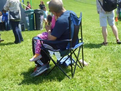Кстати, вот такие раскладные кресла-  наиболее желанны в ближайших покупках. нет их пока у нас, а очень удобная штука.